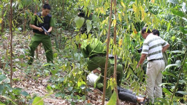 6 tháng đầu năm 2014, đã có gần 4000 đối tượng truy nã bị bắt giữ. Trong ảnh: Một tổ công tác của Công an Điện Biên bắt giữ đối tượng truy nã