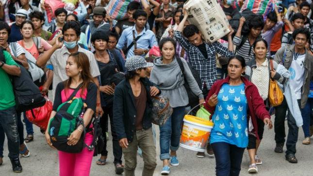 Các công nhân không có giấy tờ có thể bị bắt, bị trục xuất bất cứ lúc nào