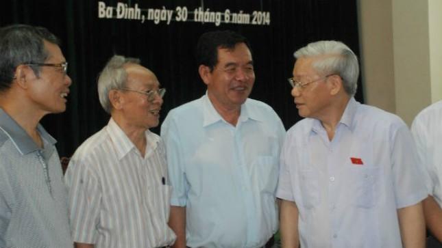 Tổng Bí thư Nguyễn Phú Trọng tiếp xúc cử tri quận Ba Đình. Ảnh: MH