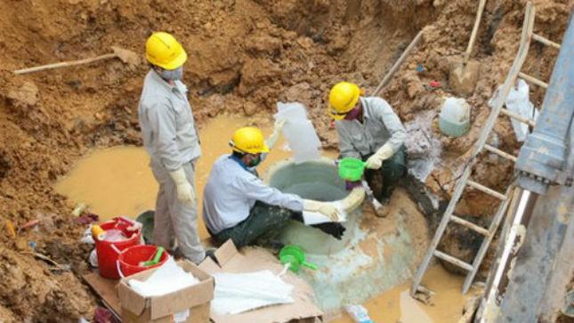 Chỉ sau 5 năm đưa vào sử dụng, đã 8 lần đường ống dẫn nước sông Đà bị vỡ làm ảnh hưởng đến 70.000 hộ dân