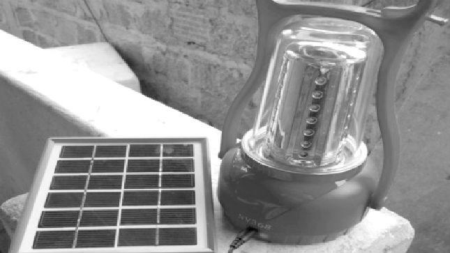 Bộ sản phẩm đèn xách tay năng lượng mặt trời của Công ty Nhật Việt
