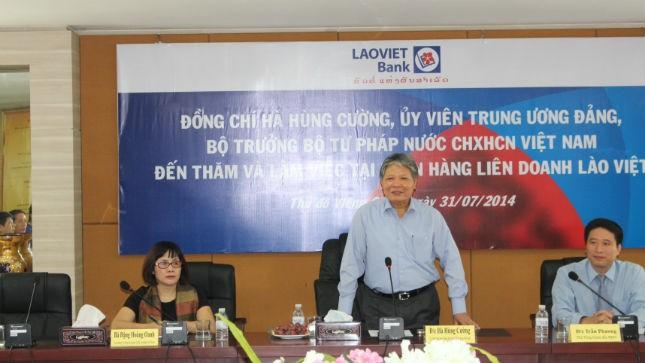 Bộ trưởng Hà Hùng Cường thăm Ngân hàng liên doanh Lào Việt