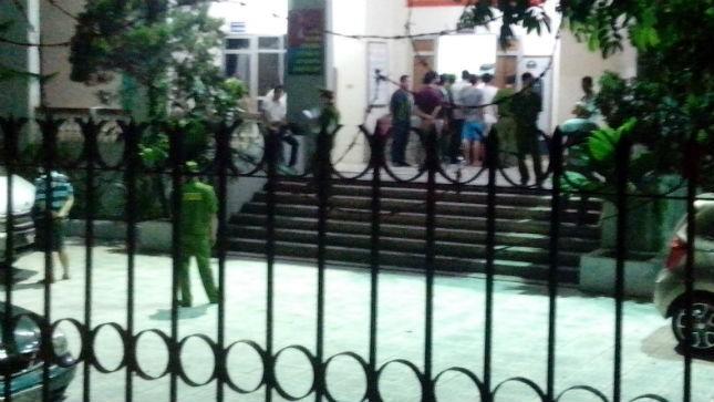 Nhiều kiểm lâm viên bị cảnh sát khống chế tại trụ sở