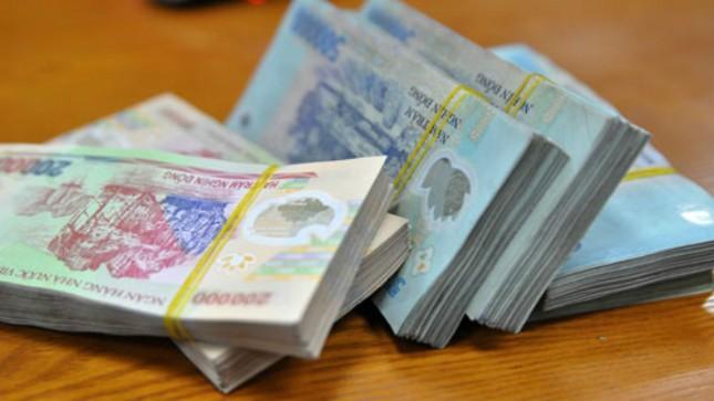 Lưu hành tại Việt Nam từ năm 2003, tiền polymer hiện được in với 6 mệnh giá khác nhau. Ảnh: Anh Quân