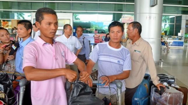 Lao động từ Libya về đe1 sân bay Tân Sơn Nhất ngày 9/8. Ảnh: nld.com.vn