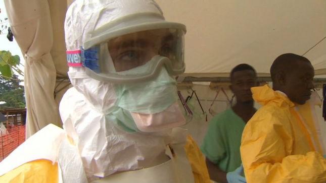 Các nhân viên y tế tại tâm bão Ebola ở Tây Phi