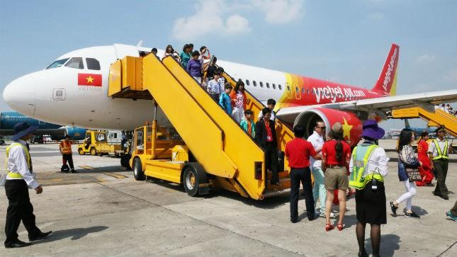 Mưa lớn tại Tân Sơn Nhất: Máy bay VietJet phải chuyển hướng về Cam Ranh