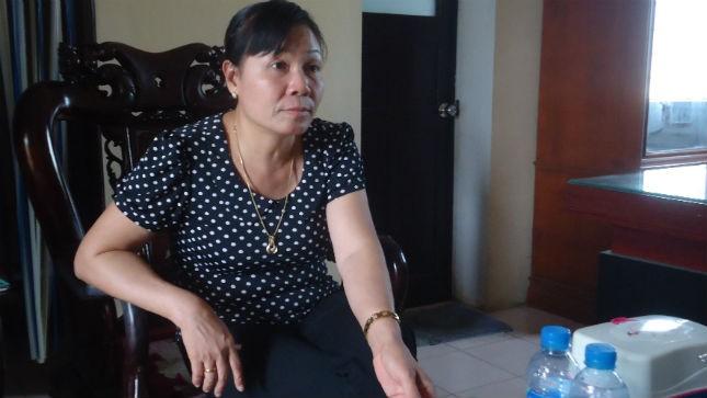 Bà Vân Anh thông tin cho phóng viên