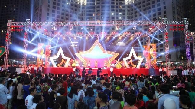 Quảng trường Hoàng Gia ngày 7/9 vừa qua đã trở nên vô cùng rực rỡ trong ngày hội Trăng rằm có quy mô lớn chưa từng có tại Royal City