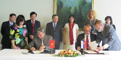 Bộ trưởng Tư pháp hai nước ký Bản ghi nhớ về hợp tác trong lĩnh vực pháp luật và tư pháp giữa hai Bộ