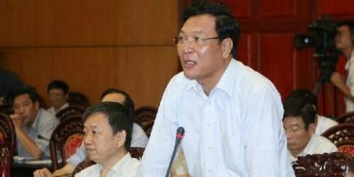 Bộ trưởng Bộ GD&ĐT Phạm Vũ Luận phát biểu tại phiên họp