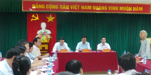 Tổng Thanh tra Chính phủ Huỳnh Phong Tranh (ngồi giữa) tại một buổi tiếp công dân