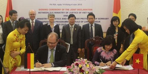 Ký Tuyên bố chung về Chương trình hợp tác về đối thoại Nhà nước pháp quyền