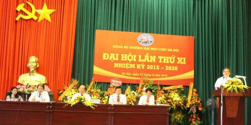 Phó Bí thư Ban Cán sự, Bí thư Đảng ủy, Thứ trưởng Bộ Tư pháp Đinh Trung Tụng phát biểu tại Đại hội