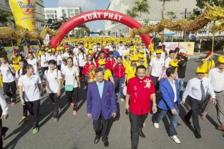Number 1 tài trợ đi bộ ủng hộ đoàn thể thao Việt Nam
