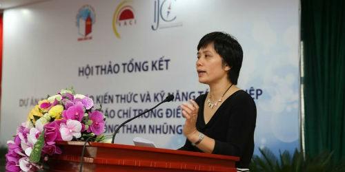 Cô Đỗ Thu Hằng, Chủ nhiệm Câu lạc bộ phát biểu trong buổi lễ tổng kết đợt 1