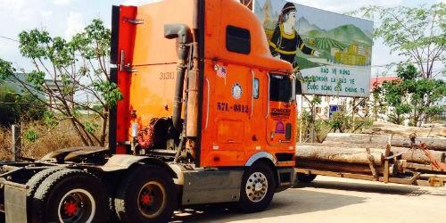 Một xe vận chuyển lâm sản chưa rõ nguồn gốc đang bị tạm giữ tại Hạt Kiểm lâm
