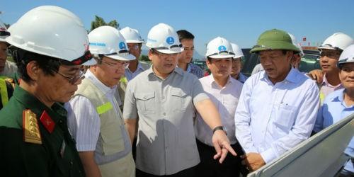 """Phó Thủ tướng """"gỡ vướng"""" cho dự án cao tốc Đà Nẵng - Quảng Ngãi"""