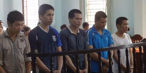 Nhóm côn đồ dùng mã tấu truy sát người lĩnh 37,5 năm tù