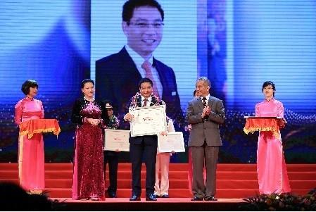 Chủ tịch HĐQT VietinBank được vinh danh tại Vinh Quang Việt Nam lần thứ XII
