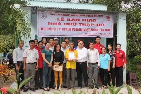 Vedan tặng 4 căn nhà chữ thập đỏ
