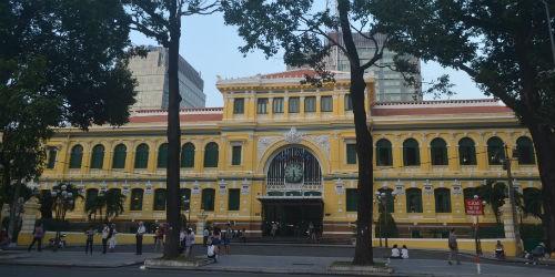 Công trình nhà Bưu điện Thành phố cũng có hàng trăm năm tuổi