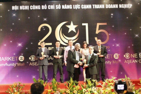 """Ngân hàng Phương Đông vinh dự nhận danh hiệu """"Top Brands 2015"""""""