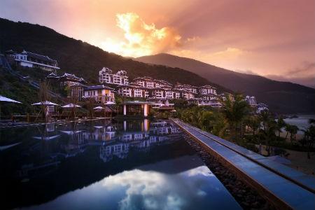 Khu nghỉ dưỡng sang trọng nhất Châu Á khai trương triển lãm tranh