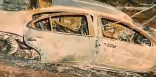 Chiếc xe Pontiac bị thiêu rụi