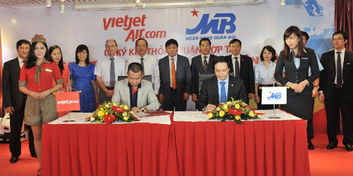 Vietjet ký kết hợp tác với Ngân hàng TMCP Quân đội (MB)