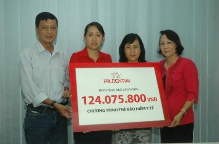 Prudential Việt Nam trao tặng 7.000 thẻ BHYT miễn phí cho người cận nghèo