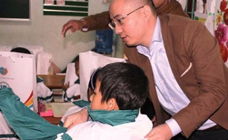 Tân Hiệp Phát tặng áo ấm cho trẻ em Quảng Bình