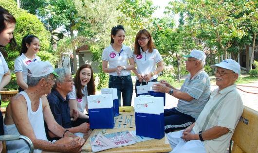 """Viet Capital Bank mang """"Tết yêu thương"""" đến Viện dưỡng lão Thị Nghè"""