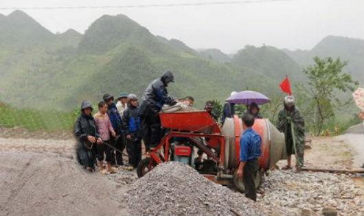 Các Đoàn viên thanh niên Agribank tỉnh Hà Giang cùng nhân dân xã Tả Lủng ra quân xây dựng Nông thôn mới
