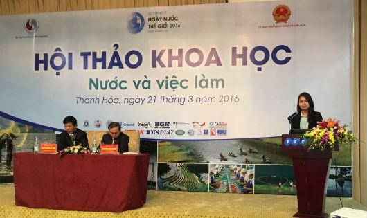 Đại diện Tập đoàn Tân Á Đại Thành giới thiệu Bộ giải pháp tổng thể về nguồn nước của Tập đoàn tại Hội thảo khoa học