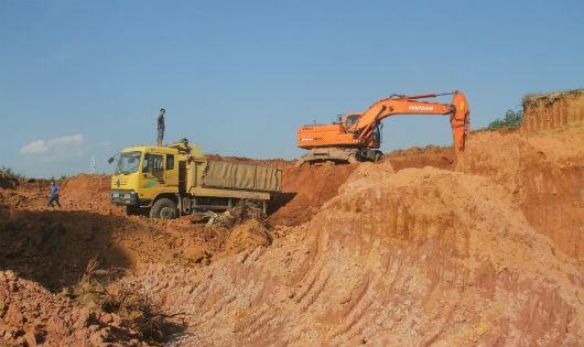 Khai thác khoáng sản làm ô nhiễm môi trường, mất đất của dân