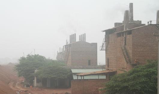 Những lò gạch ngang nhiên nhả khói gây ô nhiễm môi trường trên địa bàn xã Trưng Vương, TP. Việt Trì