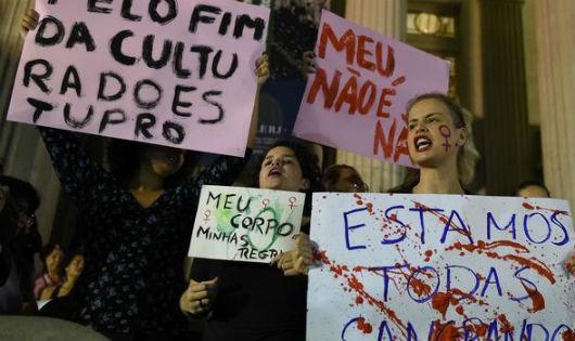 Biểu tình phản đối vụ việc ở Brazil. Ảnh: AFP