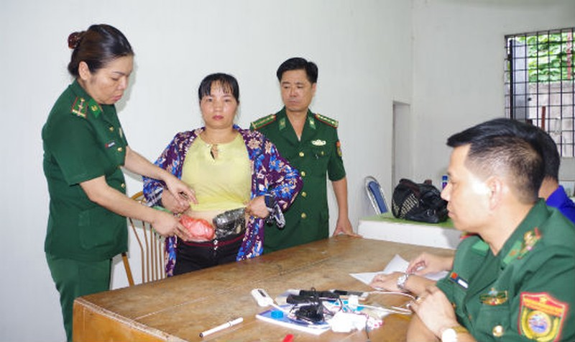 Số ma túy tổng hợp được Nguyễn Thị Tuyến giấu ở trong người nhằm qua mắt các cơ quan chức năng