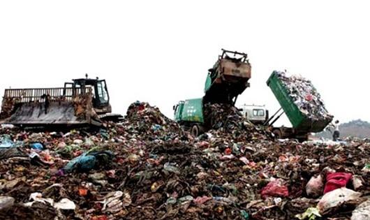 Bãi rác Nam Sơn đang là nỗi ám ảnh của người dân nơi đây