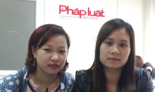 Chị Lưu Thị Thanh Bình và Đinh Thị Ngọc Ánh trao đổi sự việc với phóng viên Báo PLVN