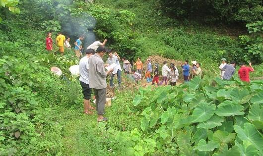 Lễ cầu mưa được dân làng tham gia đông đủ, nhiệt tình