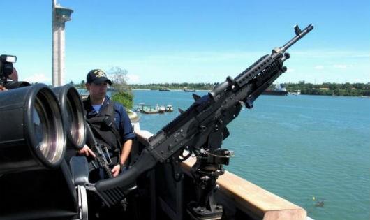 Tàu khu trục Mỹ tiến sát các cấu trúc Trung Quốc chiếm giữ ở Biển Đông