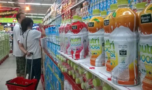 """""""Đục nước béo cò"""", Coca Cola vẫn bán sản phẩm bị """"cấm"""" lưu thông?"""