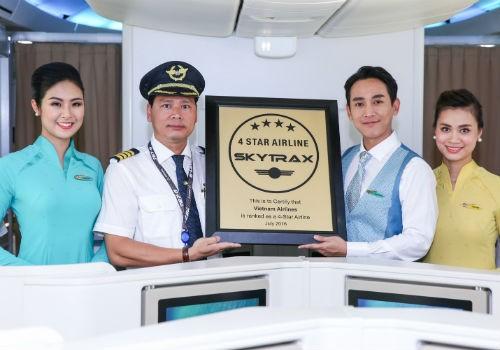 Hoa hậu Ngọc Hân và diễn viên Hứa Vĩ Văn mừng Vietnam Airlines thêm sao