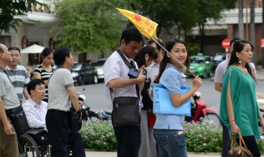 Nên ứng xử thế nào với du khách Trung Quốc?