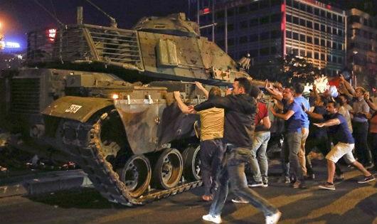 Báo chí góp phần làm thất bại cuộc đảo chính ở Thổ Nhĩ Kỳ như thế nào?