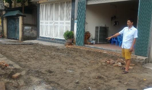 Diện tích đường bị bỏ lại trước cửa số nhà 175, 177a