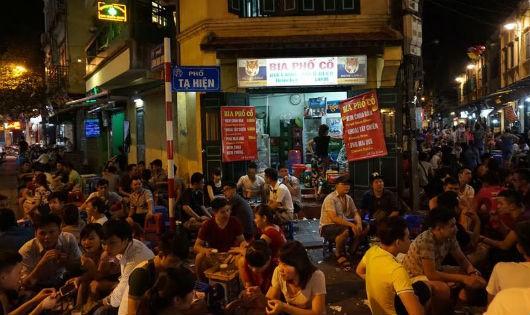 Khánh vui chơi, ăn uống xuyên đêm, người dân lo ngại về tiếng ồn và an ninh