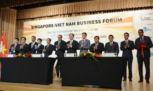 Vietcombank ký thỏa thuận ghi nhớ bán 7,73% cổ phần cho GIC, trong khuôn khổ của Diễn đàn Doanh nghiệp Việt Nam - Singapore nhân chuyến thăm chính thức của Chủ tịch nước Trần Đại Quang tại Singapore ngày 29/8 vừa qua